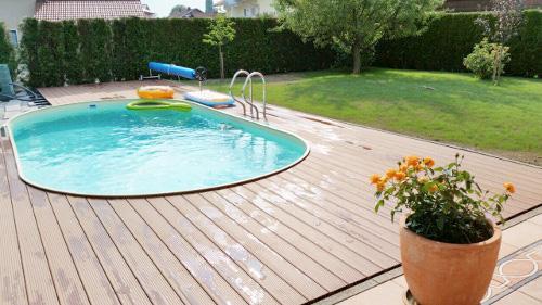 Pool aus paletten mit gelber pool selber bauen paletten for Stahlwand aufstellpool